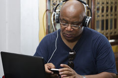 Man listening to the music and texting Royalty Free Stock Photos