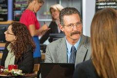 Man Listening to Woman Royalty Free Stock Photos