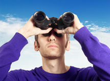Man looking through binoculars at the sky Royalty Free Stock Photography