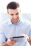 Man looking at digital tablet Royalty Free Stock Photography