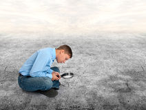 Man looking through a magnifying glass Royalty Free Stock Photos