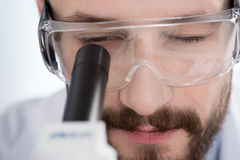 Man looking in microscope Royalty Free Stock Photos
