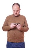 Man looking at mobile phone Royalty Free Stock Images