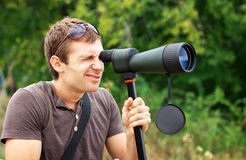 Man looking through a spotting scope Royalty Free Stock Photography