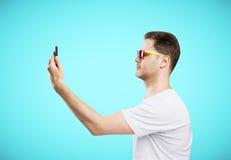 Man looking at telephone Royalty Free Stock Photos