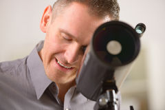 Man looking through telescope Royalty Free Stock Photography
