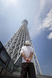 Man looks up at the Tokyo Skytree Royalty Free Stock Photos