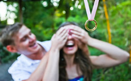 Man makes a proposal to his girlfriend Royalty Free Stock Photos