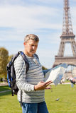 Man with a map of the city Royalty Free Stock Images