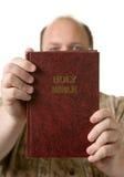 Man med bibeln Royaltyfria Foton