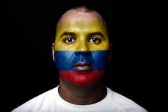 Man med den Colombia flaggan Arkivfoto