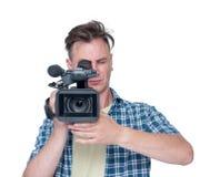 Man med den främre sikten för yrkesmässig camcorder som isoleras på vit bakgrund arkivbild