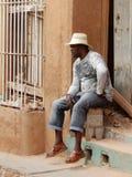 MAN MED EN HATT, TRINIDAD, KUBA royaltyfri bild