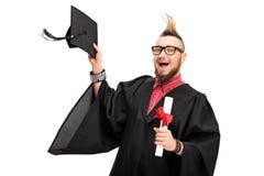 Man med en Mohawk som firar avläggande av examen Royaltyfri Foto
