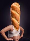 Man med ett bröd i stället för huvudet arkivfoto