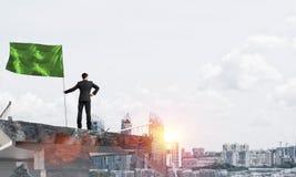 Man med flaggan som framlägger ledarskapbegrepp Arkivbilder