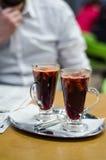Man med funderat vin Royaltyfri Foto
