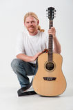Man med gitarren Royaltyfria Foton