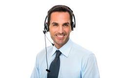 man med hörlurar med mikrofonarbete som en appellmittoperatör Arkivfoto