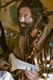 Man med pärlor i västra Bengal Arkivfoto