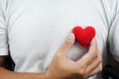 Man med röd hjärta Royaltyfria Bilder