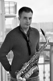 Man med saxofonen Royaltyfria Bilder