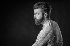 Man med skägget som är svartvitt Fotografering för Bildbyråer
