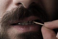 Man med tandpetare Royaltyfria Bilder