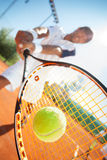 Man med tennisracket Arkivfoton