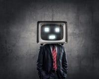 Man med TV i stället för huvudet Blandat massmedia royaltyfri foto