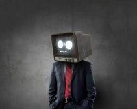 Man med TV i stället för huvudet Blandat massmedia royaltyfri bild