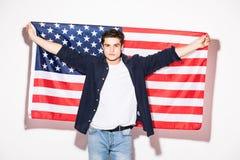 man med USA-flaggan i händer på vit USA patriotism Fotografering för Bildbyråer