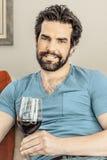 Man med wine arkivbild