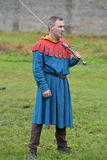 a man in a medieval dress with two handed sword Royalty Free Stock Photos