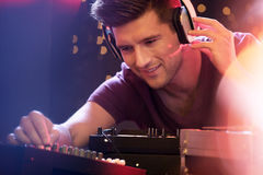 Free Man Mixing Music On Turntable Royalty Free Stock Photography - 90307257