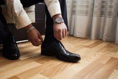 Man mode, tillbehör för man` s, affärsmankläderskor, Politi Arkivfoton