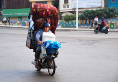 Man on the motorcycle carrying items in Hanoi, Vietnam Stock Photography