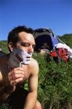 man next outdoors shaving tent to Στοκ εικόνες με δικαίωμα ελεύθερης χρήσης