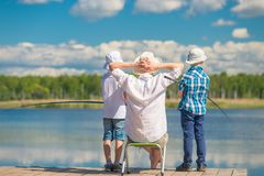 Man och barn 7 år fiska Royaltyfri Foto