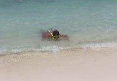 Man och dykningmaskering arkivfoto