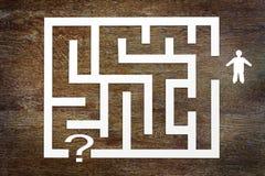 Man och en labyrint Arkivbild