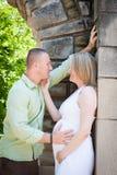 Man- och gravid kvinnasamtal Arkivfoto