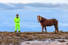 Man och häst Fotografering för Bildbyråer