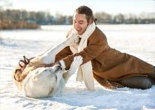 Man och hund Arkivfoton
