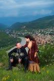 Man och kvinna i georgisk nationell klänning Fotografering för Bildbyråer