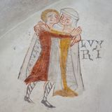 Man och kvinna i medeltida torkdukar som omfamnar, ett forntida gotiskt M Arkivbild