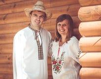 Man och kvinna i nationell klänning Royaltyfri Fotografi
