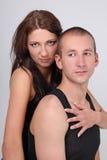 Man och kvinna i svarta skjortor Fotografering för Bildbyråer