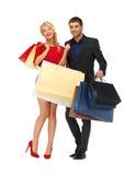 Man och kvinna med shoppingpåsar arkivbilder