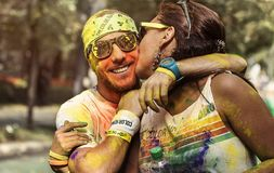 Man och kvinna på färgkörningen Bucharest arkivfoto